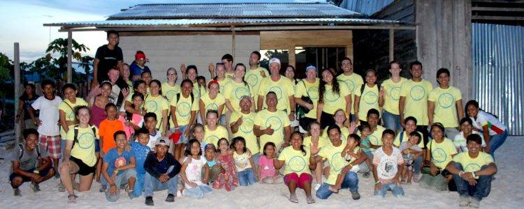 Large group of Peru mission trip volunteers
